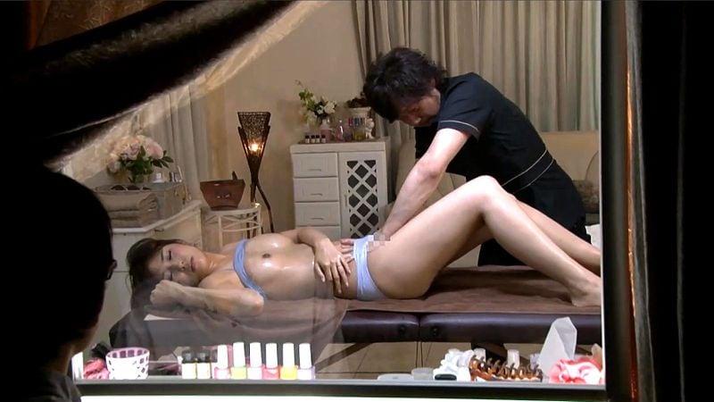 人妻NTR エステ師に寝取ってもらう マジックミラー越しにもだえる妻を観察しながらセンズリこく夫
