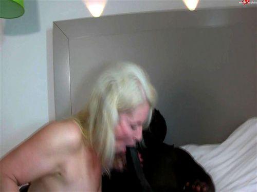 Kissi kissi anal