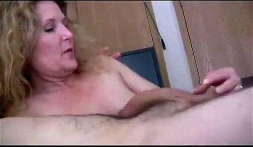 Voyeur milf masturbation