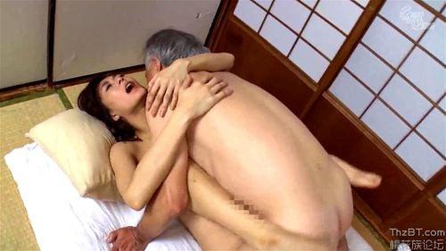 phim sex bố chồng rình mò con dâu