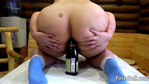 busty pussy eating pussy