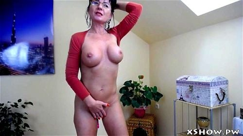 Watch Hot Cougar Mommy Flashing On Live Webcam Gorgeous
