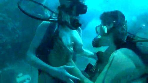 video Underwater gang bang