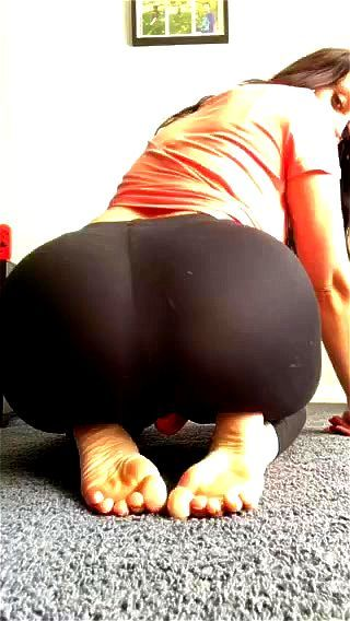 Latina Solo Squirt Feet