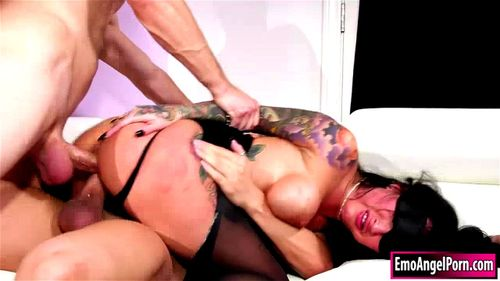 Ink punk babe blindfolded n double penetrated by 2 big cocks