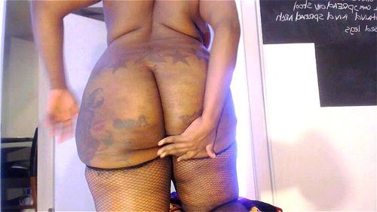Sexy ebony on webcam big ass