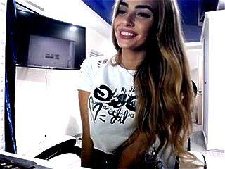 Ukrainian beauty BlondIceQueen webcam chat