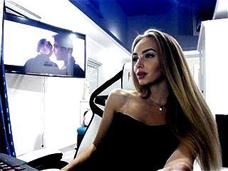 Ukrainian beauty BlondIceQueen webcam tease