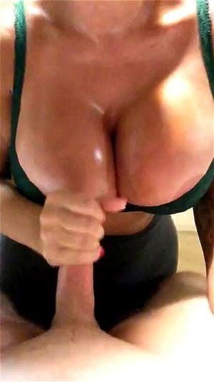 Brittany Elizabeth Große Titten