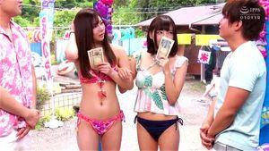 お金と夏の暑さで正しい判断が出来なくなってしまった夏の美少女を仲良く4pセックス‼