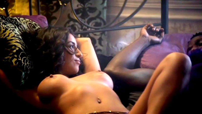 Mendoza nackt Liana  Marisa Tomei