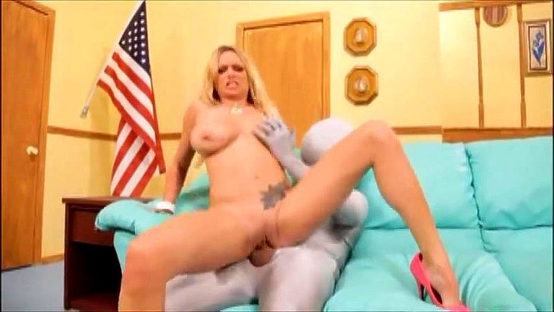 Fuck Step Mom While Dad Work