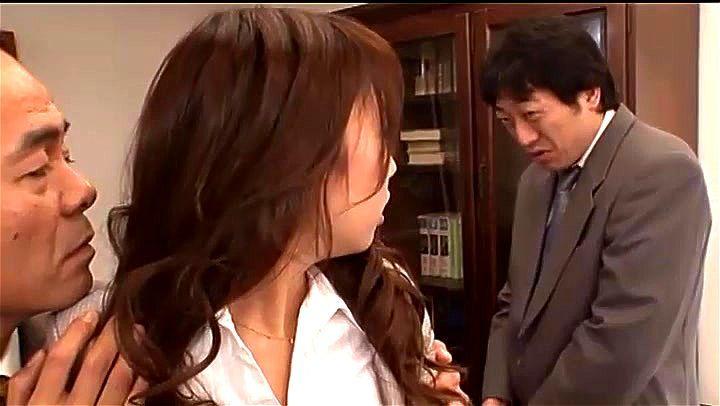 NTR 会社をクビになりたくないので彼女を提供する男 目の前で部長にガンガンやられる自分の女