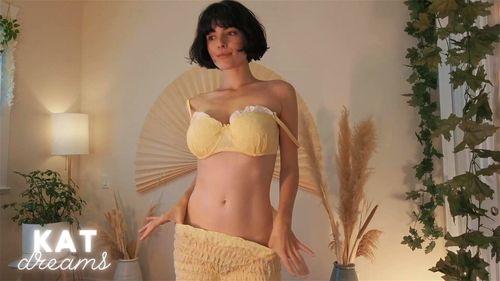 Busty brunette SalaciousKitty webcam tease 1/4