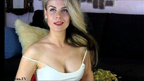 Busty Romanian blonde Surryaxx webcam chat