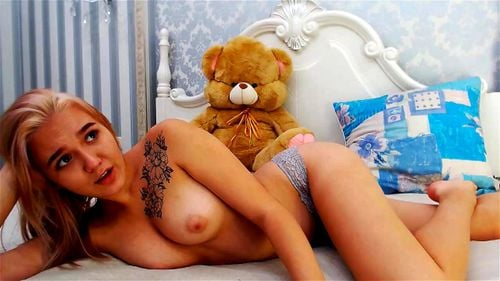 Young blonde cutie Keelto plays on webcam 4/4