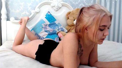 Cute blonde teen Keelto webcam tease 3/4