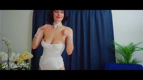 Busty brunette SalaciousKitty teases on webcam 2/3